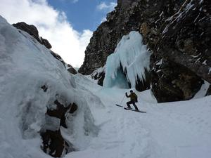 Raeburn's Gully, Creag Meagaidh: Just below the 'Blue Icicle', and the narrow section of Raeburn's Gully Photo: Scott Muir